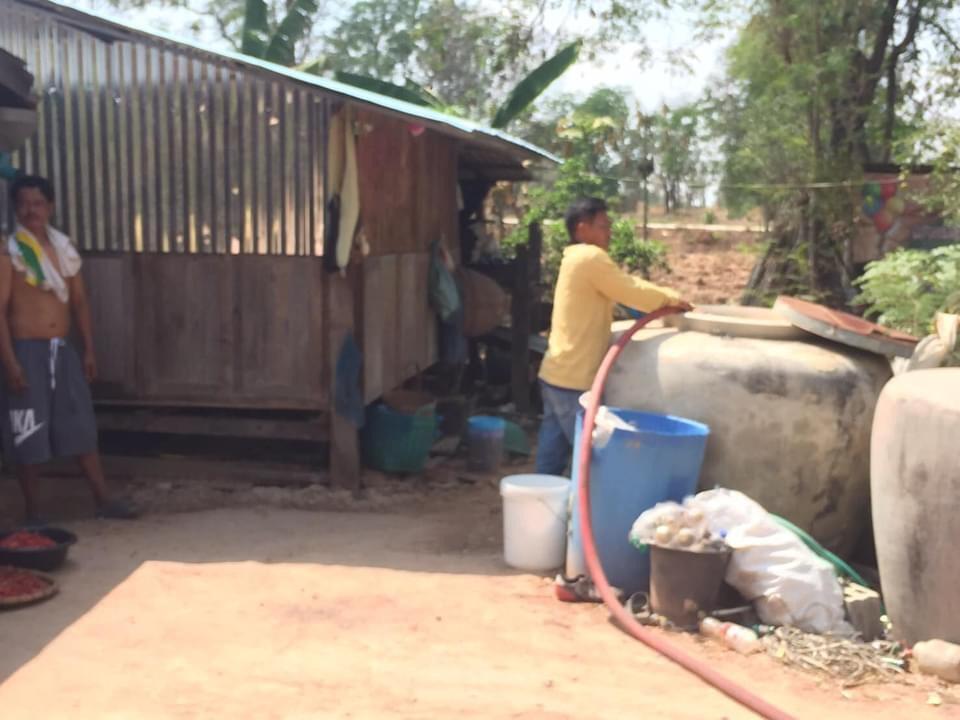 อบต.บ้านตาล ได้รับแจ้ง ว่าน้ำใช้อุปโภค บริโภค ไม่เพียงพอ อบต.บ้านได้แก้ไขให้รถดับเพลิงส่งน้ำประปา หมู่บ้านโคกเพชร เพื่อบรรเทาความเดือดร้อน ของชาวบ้านตำบลบ้านตาล